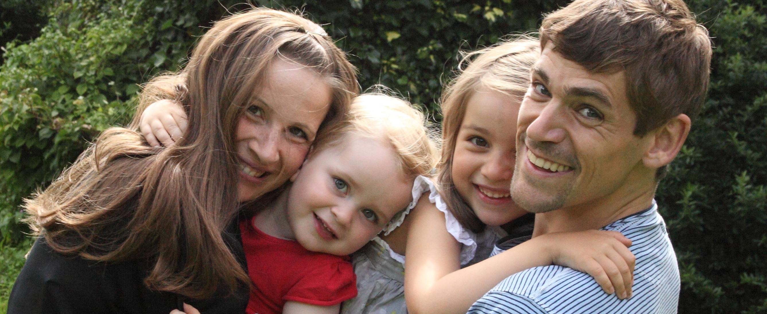Fotoshooting in gelöster Stimmung, ganz natürliche Aufnahmen, authentische Familienbilder