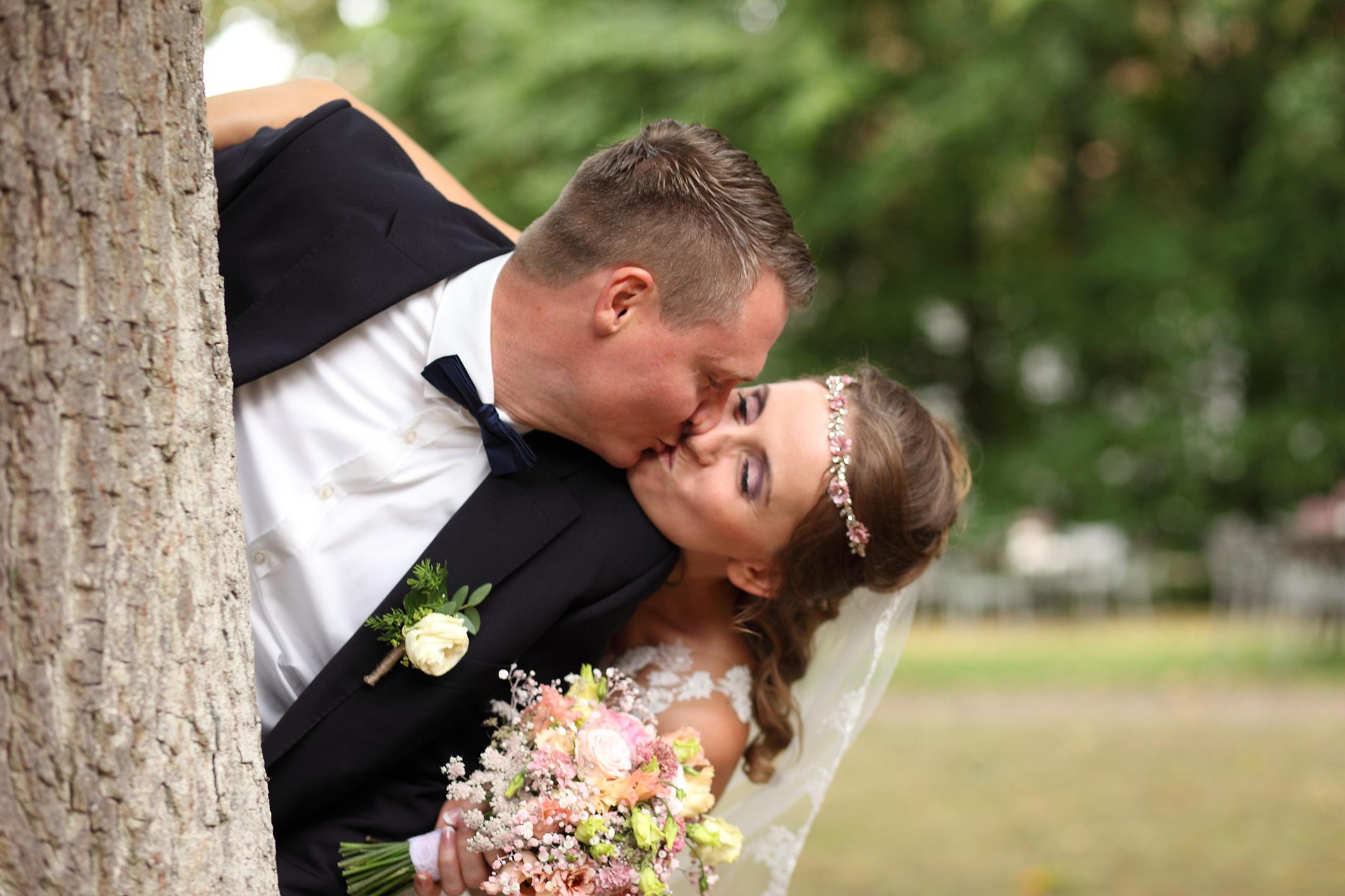 Hochzeitsaufnahmen im Grünen, am Standesamt, an der Kirche oder dem Ort ihrer Feier